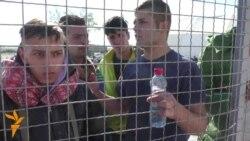 Бегалците може во Македонија, мигрантите не