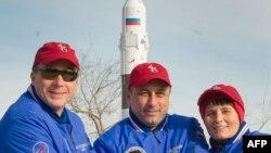 Космонавт Роскосмоса Антон Шкаплеров, астронавтка Європейського космічного агентства, італійка Саманта Крістофоретті, астронавт НАСА, американець Террі Вьортс