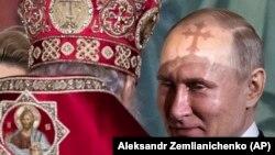 Vladimir Putin u crkvi, fotoarhiv
