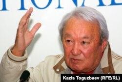 «Әділет» партиясының жетекшісі Мақсұт Нәрікбаев.