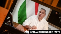 Prim ministrul Viktor Orban anunțând declararea carantinei parțiale