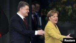 Ангела Меркель и президент Украины Петр Порошенко на встрече в Берлине 16 марта