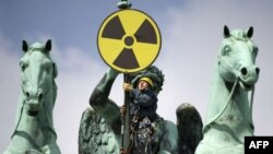 Greenpeace protesters at Berlin's Brandenburg Gate on May 29 to express opposition to nuclear power