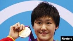 Ye Shiwen sa zlatom koje je osvojila u plivanju na 400m