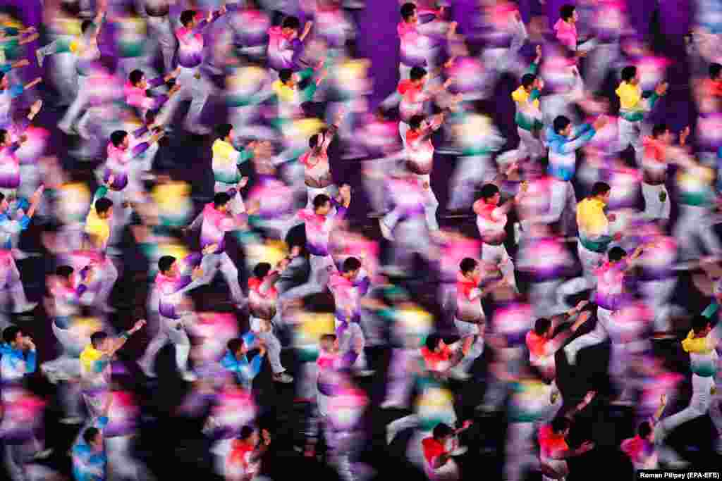 Participants perform during the Asian Culture Carnival at the National Stadium in Beijing on May 15. (epa-EFE/Roman Pilipey)