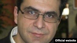 Власис Власидис, професор по Политичка комуникација и Средства за јавно информирање на одделот за Балкански студии при Универзитетот на Западна Македонија во Флорина, Грција.