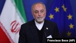 آقای صالحی میگوید ذخیره اورانیوم ۶۰ درصدی ایران نیز به بالای ۲.۵ کیلوگرم رسیده است.