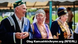 Жители Крыма в национальных костюмах крымских татар