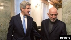 Afghan President Hamid Karzai (right) with U.S. Secretary of State John Kerry at the Presidential Palace in Kabul on March 25