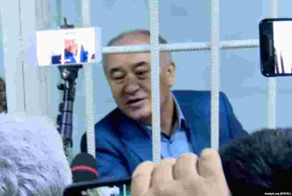 Омурбек Текебаев подал заявление о регистрации кандидатом в президенты, выборы главы государства состоятся 15 октября этого года. Но Центризбирком 10 августа отказал в создании условий для сдачи тестирования Текебаевым.