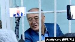 Омурбек Текебаев, лидер партии «Ата Мекен», в суде, где слушается дело по обвинению его в коррупции. Бишкек, 5 июня 2017 года.