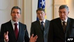 Anders Fogh Rasmussen, Nebojša Radmanović i Željko Komšić u Sarajevu 7. februara 2013. godine