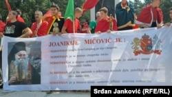 Протест на црногорските патриотски против устоличувањето на митрополитот на Српската православна црква во Цетиње.