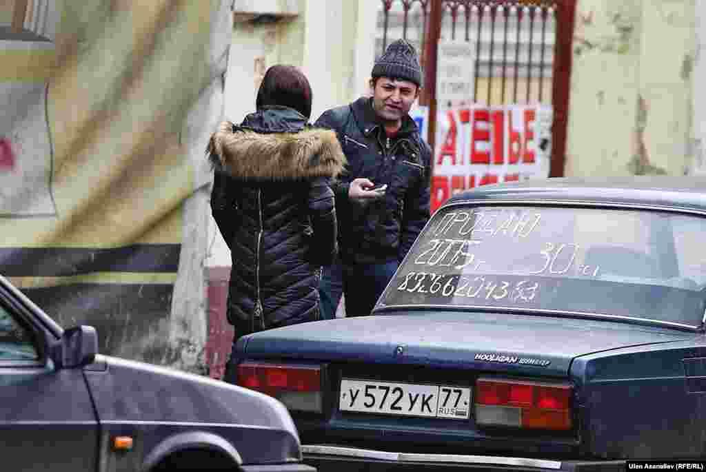 Мигранты из Украины, работающие таксистами.