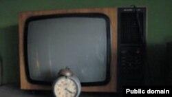 """Бундан 20 йиллар аввал аксари оқ-қора телевизорга термуладиган ўзбекистонликлар¸ """"Оталар сўзи """" , """"Ҳаëт қувончлари ва ташвишлари """"¸""""3- студия"""" каби теледастурларни орзиқиб кутишар эди."""