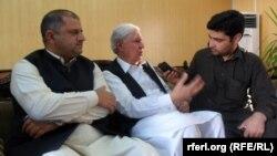 Politikani pakistanez, Aftan Ahmad Khan Sherpao, në mes - Arkiv