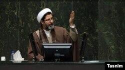 آقای بحرینی دومین نماینده مجلس یازدهم است که در هفتههای اخیر به کرونا مبتلا شده است.