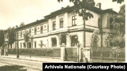 Școala Centrală, una dintre cele mai vechi școli din București. Aici într-o fotografie din 1910. Arhivele Naționale.