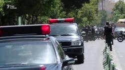 Поліція і швидка поспішають до будівлі парламенту в Ірані (відео)