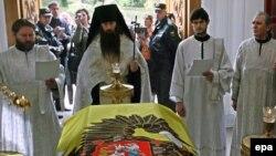Православные церковные иерархи служат торжественную панихиду императрице Марие Федоровне.