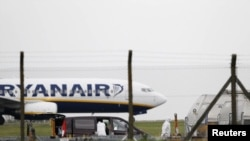 Avion i Ryanair, foto nga arkivi