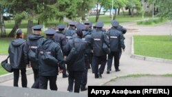 Ресейлік полиция қызметкерлері. (Көрнекі сурет.)