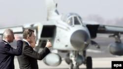 Особый резонанс приобрело мнение, высказанное министром обороны страны Францем Йозефом Юнгом, что он будет готов в определенной ситуации отдать приказ сбить захваченный террористами пассажирский самолет