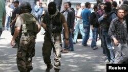 Pamje e pjesëtarëve të forcave speciale të Turqisë në qytetin Dijarbakir