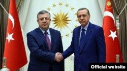 По мнению экспертов, сейчас Эрдогану очень важно иметь стабильных и верных партнеров в регионе, и Грузия видится администрации турецкого президента и правящей партии именно такой страной