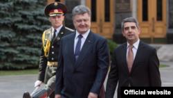 Президент України Петро Порошенко та президент Болгарії Росен Плевнелієв