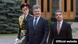 Президенти України Петро Порошенко та Болгарії Росен Плевнелієв, архівне фото, 2015 рік, Київ
