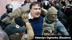 Міхеїл Саакашвілі після затримання, Київ, 5 грудня 2017 року