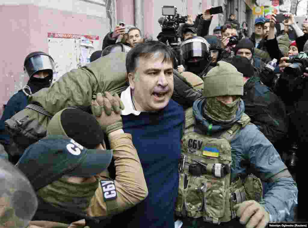 Saakashvili being hauled out of the apartment in Kyiv at around 7 a.m. on December 5