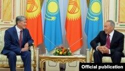 Қазақстан президенті Нұрсұлтан Назарбаев пен Қырғызстан президенті Алмасбек Атамбаевтың кездесуі. 7 қараша 2014 жыл.