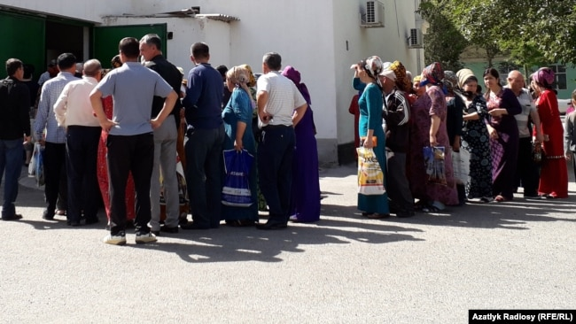 Photo Gallery: Очереди за продуктами в Ашгабате