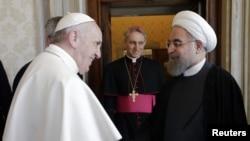 Hassan Rohani (sağda) Papa Francis-lə görüşdə