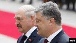 Президент України Петро Порошенко та президент Білорусі Олександр Лукашенко. Архівне фото