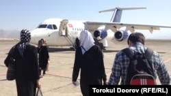 "Самолет БАэ–146-200 авиакомпании ""Тез Жет"", Баткенский аэропорт, 05.10.2013."