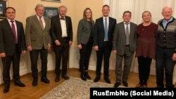 Представители НПО «Народная дипломатия – Норвегия» в российском посольстве в Осло (четвертый справа Хендрик Вебер), 11 января 2019 года