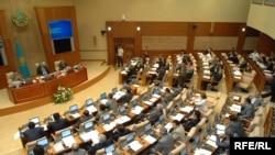 Зал заседания мажилиса парламента Казахстана. Астана, 28 октября 2009 года.