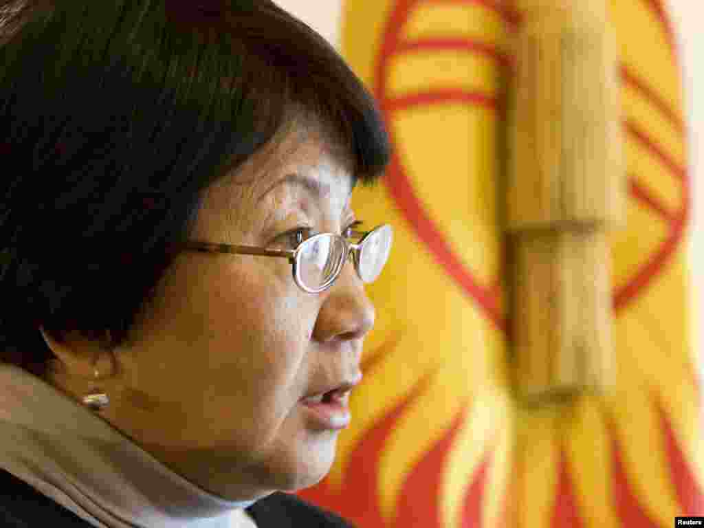 An interim government headed by opposition leader Roza Otunbaeva installed itself in Bishkek.