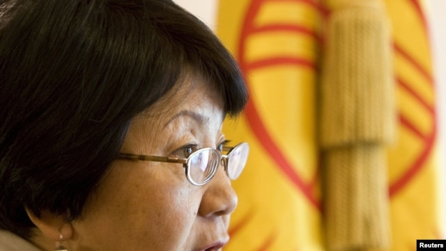 Interim government head Roza Otunbaeva expects to win support for a strengthened parliament.