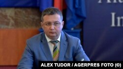 """Adrian Petcu a contestat în instanță decizia semnată de premier de a-l demite din funcția de secretar de stat la Ministerul de Interne. Susține că plecarea lui """"ar perturba alegerile prezidențiale"""""""