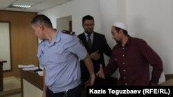 Эпизод на судебном процессе по делу Сакена Тулбаева, обвиняемого в мусульманском экстремизме. Алматы, 16 июня 2015 года.