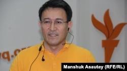 Корреспондент Алматинского бюро Радио Азаттык Асылхан Мамашулы.