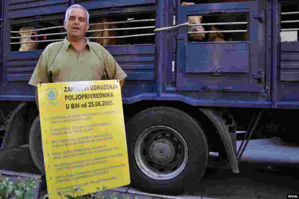 BiH: protest poljoprivrednika ispred Ustavnog suda BiH - 2009. Foto: Midhat Poturovic