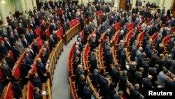 Вранці в парламенті вшанували хвилиною мовчання загиблих внаслідок протистояння на Грушевського, 28 січня 2014 року