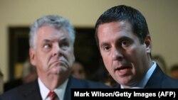 Глава комитета Палаты представителей по разведке Девин Нуньес (справа) начал расследование урановой сделки «Росатома»