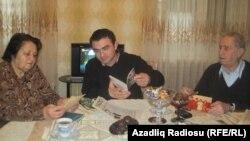 Cavid Zeynallı (ortada) Vəzifə xanım və Nizami bəylə