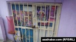 Aşgabat: Ýerzeminlerdäki dükanlarda azyk önümlerini satmaga rugsat ýatyrylýar
